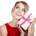 Что подарить девушке на 8 марта?