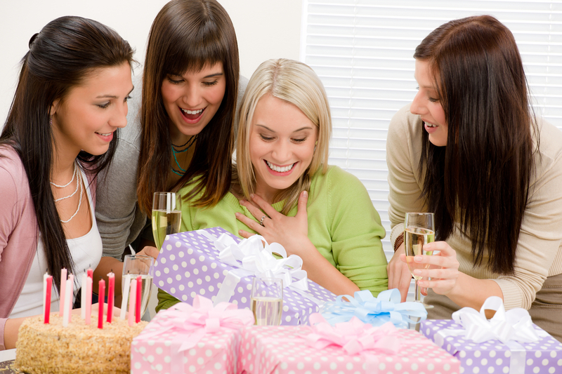 Что подарить подруге на День Рождения?